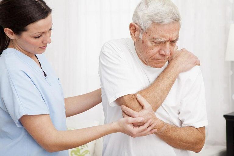 Bệnh xương khớp gây nhiều bất tiện trong cuộc sống hàng ngày.