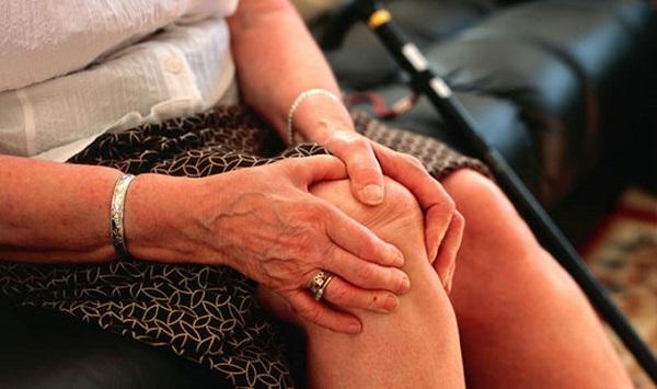 Nguyên nhân đau nhức xương khớp ở người già